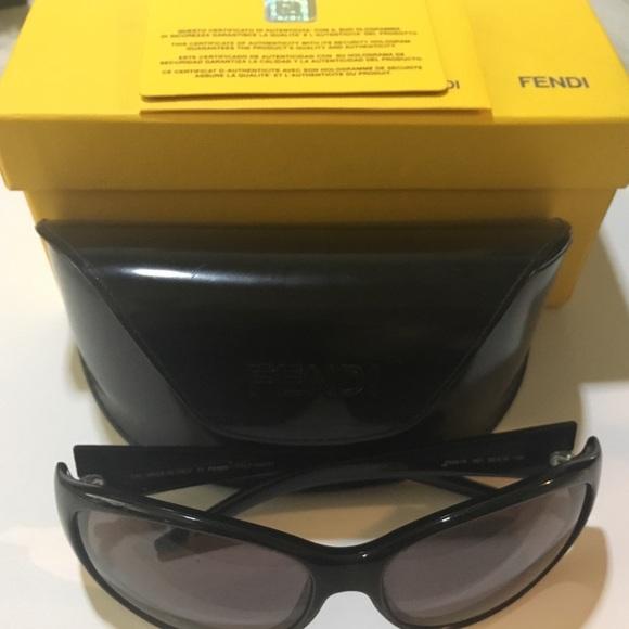 3a976b7b9abf Fendi Accessories - EUC FENDY Womams sunglasses 😎